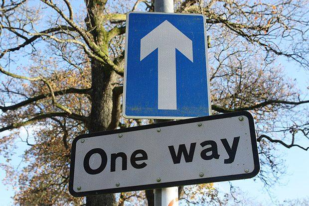 One way arrow sign